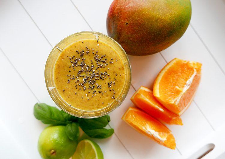 Smoothie med mango och apelsin ocg chiafrö